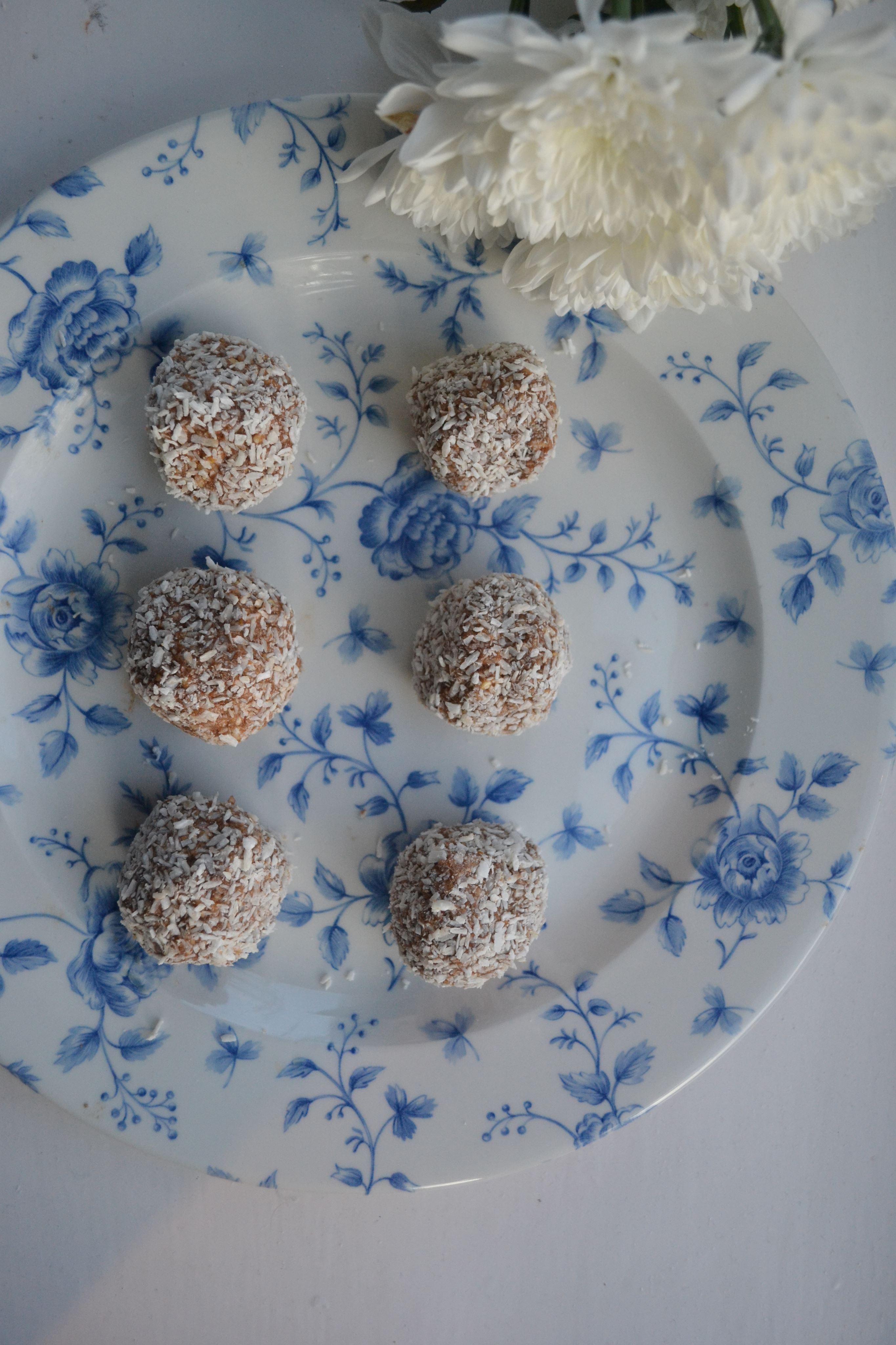Gluten free cashew coco protein balls