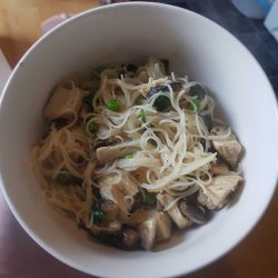 gluten free super noodles with rice chicken and mushroom