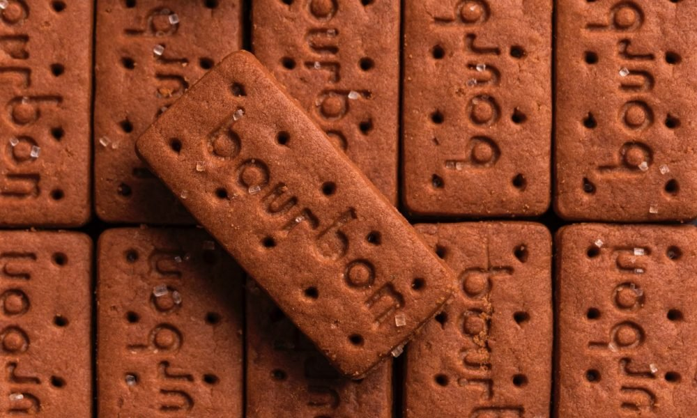 chocolate bourbon biscuits placed in a grid